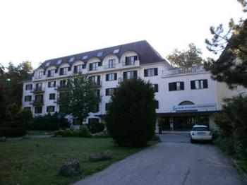Hotel Schloss Weikersdorf.JPG