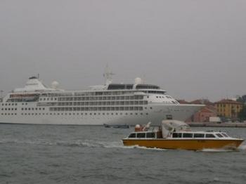 ベネチア豪華客船.JPG